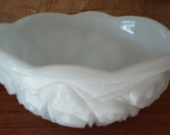 McKee Milk Glass Bowl in Toltec Pattern with Scalloped Edges 1950s D492