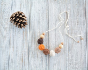 Crochet nursing necklace for mom in fall colors / Breastfeeding necklace - Teething necklace pumpkin spice