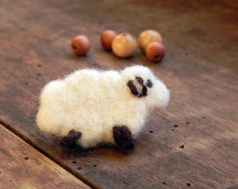 Felt sheep pin, felt brooch, felted sheep brooch, felt animal brooch