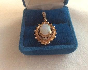 Vintage 10k gold opal pendant #645