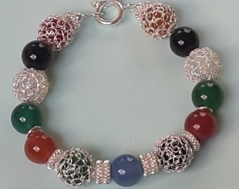 Handmade bracelet. Wire silver crochet and agate beads.