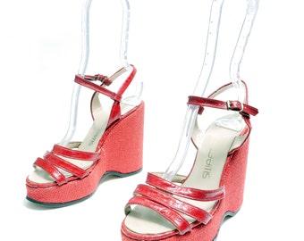 Size 7 // Vintage 70s Platform Wedge Sandals// Red Woven Jute Platform Shoes// Vegan Pleather Shoes // 115
