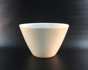 "Vintage Fire King Large Splash Proof Milk Glass Mixing Bowl 9-1/2"""
