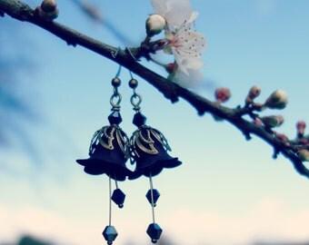 Black Earrings - Flower Earrings - Black Jewelry - Floral Earrings - Dangle Drop Earrings - Vintage Style Nature Jewelry - Boho Earrings.