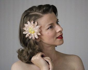 "Tan Hair Flower, Blush Fascinator, 1950s Clip, Light Tan Headpiece, Tea Stained Floral Accessory, Earthy Neutral - ""Jardin de Champange"""