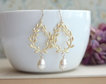 Laurel Wreath Earrings. Cream Ivory Teardrop Pearl Gold Laurel Wreath Earrings. Wedding Earrings, Bridal Earrings, Bridesmaids Gift