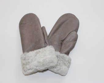 Grey/white sheepskin mittens