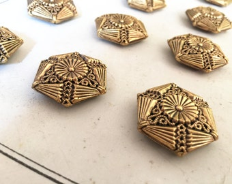 6 Antique Buttons Filigree: 20 mm/0.78 inch gold color box5