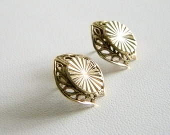Antiqued Gold Tone Finish Button Like Pierced Earrings