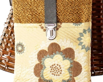 Handmade One of a Kind Flower Crossbody Purse with Leather Clasp lf5
