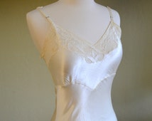 Lovely 1930s Silk Slip, Ivory Color with Lace Trimmed Bodice, Heavenly to the Touch, Size Extra Small