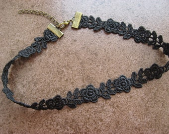 Lace Choker Guipure Venise Rose in Black, boho gothic necklace 15mm wide