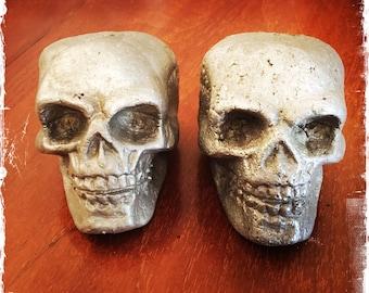 Metal skull paperweight cast aluminium
