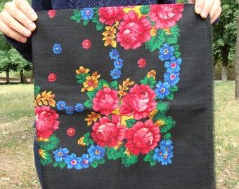 Russian shawl Russian scarf Chale russe Ukrainian shawl Vintage shawl Wool shawl Floral scarf Black shawl Head scarf Folk shawl Black scarf