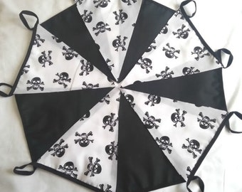 10ft / 3m Black Skull & Crossbones on White with Black Flags Pirates Jolly Roger Bunting Pennant Garland