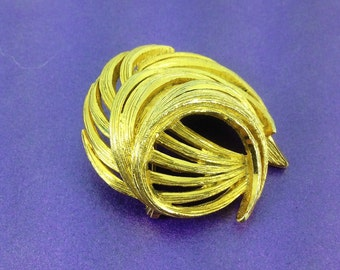 Vintage Sphinx Brooch, Swirl Brooch, 1960's Brooch, Gold Tone Brooch, High End Jewellery