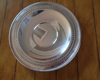 "WILLIAM ROGERS Beautiful 12"" Round Silver-plate Reticulated  Serving Platter"