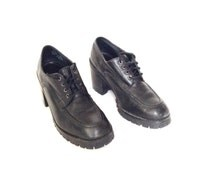 90's Vintage ankle boots. Black leather, chunky heel, lace up ankle boots. Womens size 9 platform boots