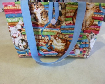 Hand bag - Kittens playing. 30cm x 16cm. Internal pocket. 45cm straps. Sturdy cotton fabric. Fully lined. Washable. Pretty and practical.