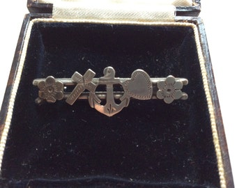 Stunning Navy Sweetheart Brooch in Silver