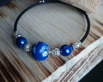 Blue flower bead memory wire bracelet # 137