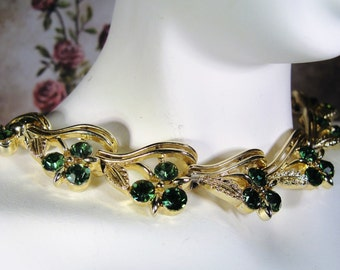 1950s LISNER Emerald Green Rhinestone and Gold Tone Leaves Necklace