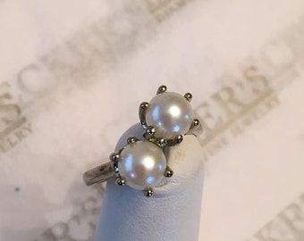 Vintage classic 10k white gold Ring Double 6.25mm Akoya Cultured Pearls in 6 Prong Crown Bypass Top size 5.5
