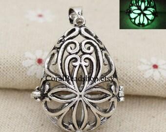 x0085-2pcs/lot Hollow Flower Locket Pendant Magic Box Locket For Essential Oil Diffuser Necklace