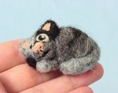 Sleepy cat gift - Curled up cat, Needle felted animal, Animal gift idea, Gift for friend, Small cat, Cat gift small, Handmade gift, Cute cat