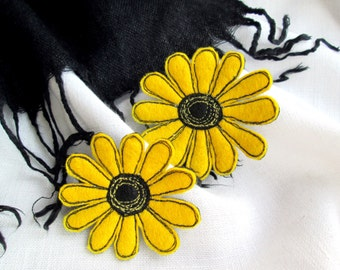 Set 2 yellow single flower felt brooch Machine embroidery daisy brooch Fabric floral jewelry Felt gerbera Flower accessory pin Gift for her