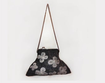Handmade felt bag, for all occasions, it can lead to strap or clutch type.