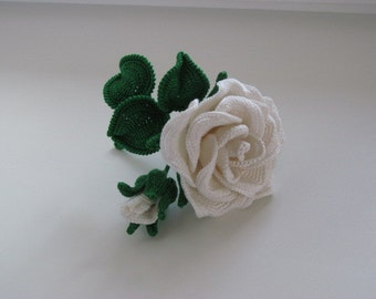 Knitted brooch-White Rose