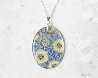 Japanese flowers necklace, medallion in resin, japanese paper and silver chain, floral necklace, gift for her, japanese jewelry