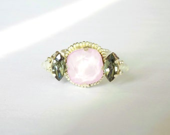 Embroidered ring with cristal pink stone