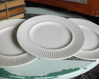 Vintage (c.1960s - 1980s) Johnson Brothers Athena White classic ironstone ribbed dinner plate.