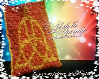 Esoteric crochet cell phone pouches