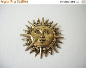 ON SALE Vintage Gold Tone Sun Brooch 508