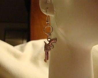 charms, charm earring, gun earring, gun jewelry, earrings, gun small earring, gun pierced earring, gun dangle earring, costume jewelry (120)