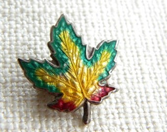 vintage SILVER stamped ENAMEL Maple LEaf brooch ~ small ~ old ~ ~~in A1540