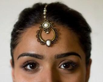 Teardrop-Shaped White and Gold Indian Tikka (Headpiece) Jewelry | Hair Jewelry
