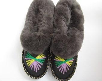 Womens slippers.leather shoes.Women's Shoes.Warm slippers.Woolen footwear.