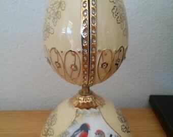 """Porcelain Heirloom  Music Box"""""""