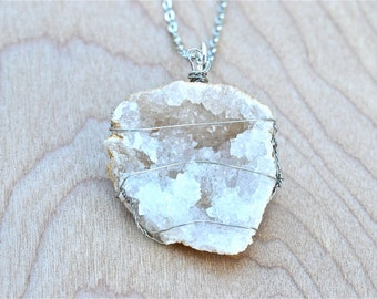 Geode pendant necklace, Rock necklace, Geode druzy necklace, Wire wrapped rock necklace, Hand wired geode pendant Necklace, White geode