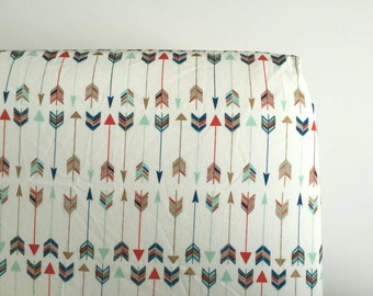 Multi color arrow fitted sheet