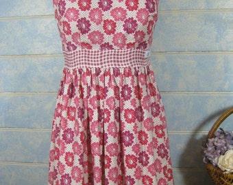 Size 10, Ladies vintage inspired dress, rockabilly dress, floral dress