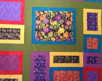 Lap Quilt, UNfinished Quilt Top, Color Block, Scrappy Quilt, Flowers, Purple, Green, Red