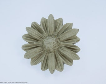 Brooch - pin flower - concrete jewelry - unique - concrete flowers - daisies - jewelry