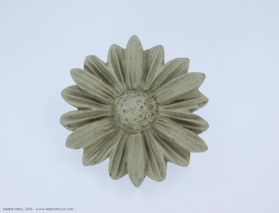 Brooch Embroidery Embroidery concrete flower flower jewelry Concrete jewelry pin Nut