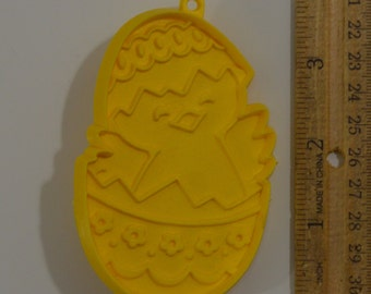 Vintage HALLMARK CHICK-in-EGG Easter Cookie Cutter | 1981 3 9/16""