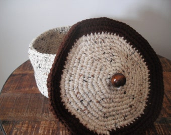Basket with cover, crocheted